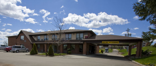 Comfort Inn Magnetic Hill: Easy access off of Hwy 2- Close to all Magnetic Hill attractions