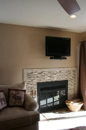 Mountainside Condos: Living room