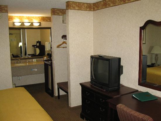 Quality Inn: room rear