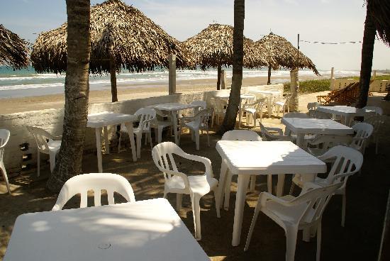 Los Suenos del Mar Resort: Outside eating