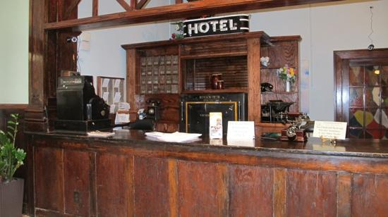 Edgewater Hotel: front desk