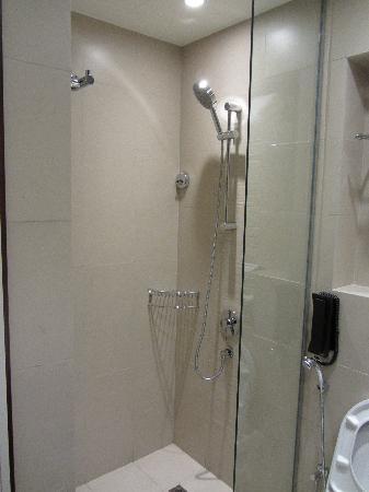 Centro Sharjah: Dusche