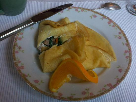 Benjamin F. Packard House Bed and Breakfast: Another breakfast, this time crepes.