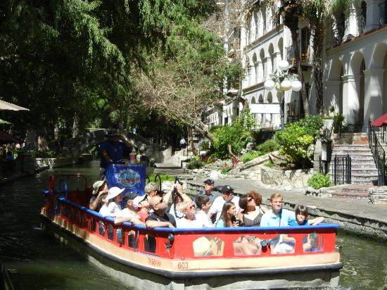Omni La Mansion del Rio: Riverboat with the hotel in the background