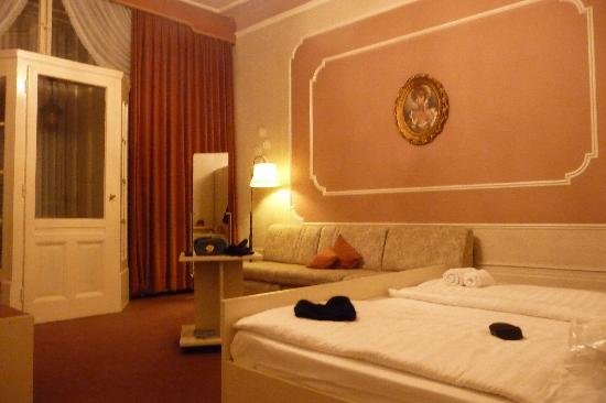Hotel-Pension Wittelsbach: Our Room