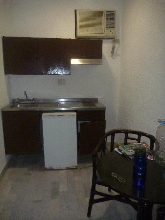 Beach House Imperial Laguna Cancún Hotel: air conditioning and fridge area