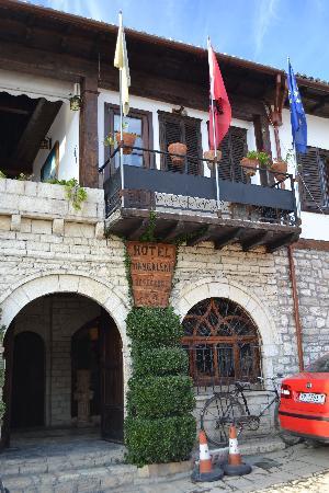 Hotel Mangalemi : hotel entry