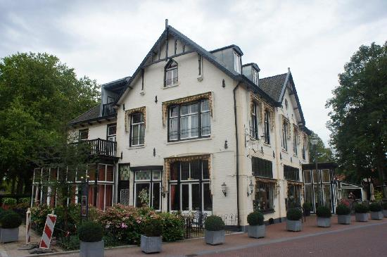 Hotel De Roskam As Seen From The Main Street