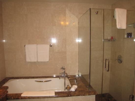 Arrabelle at Vail Square, A RockResort : Bathroom is palatial
