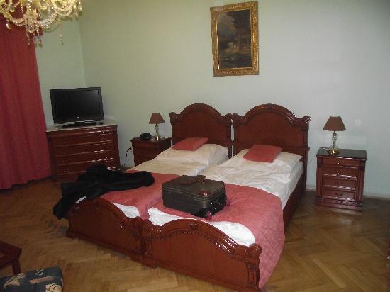 Metamorphis: Bed in room 33