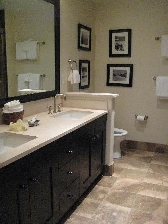 Edgemont Condominiums: bathroom #2