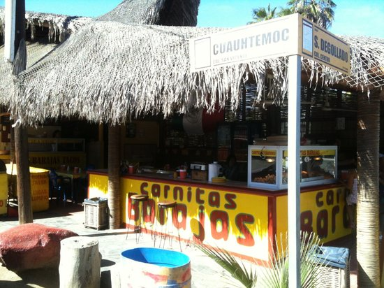Barajas Tacos: View from the street