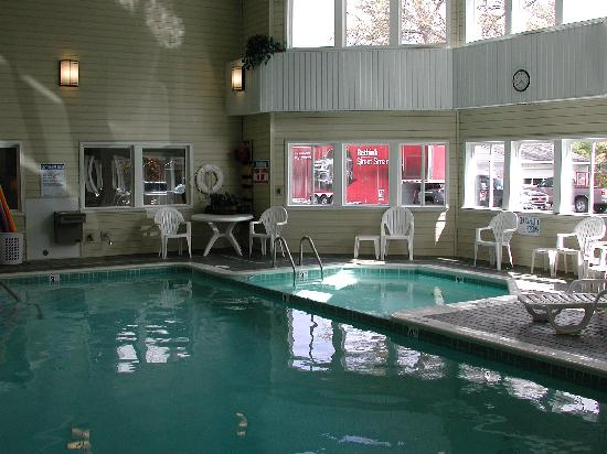 Comfort Inn Traverse City: our pool and hot tub are open 24 hours