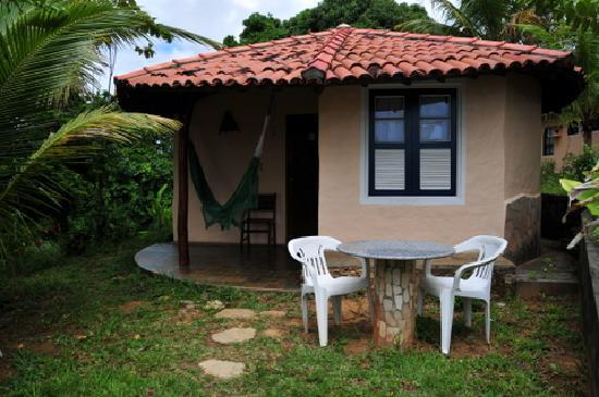 Pousada Colibri: Los bungalows, simples pero correctos. Lo mejor su hamaca en la que se pueden hacer unas siestas