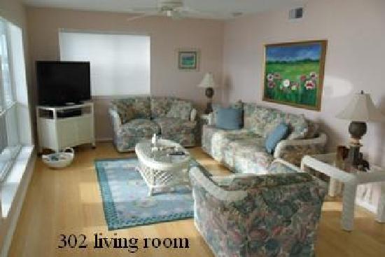 Seahorse Landing: #302 living room
