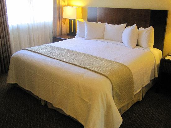 Embassy Suites by Hilton Hotel Phoenix - Tempe: New bedding package