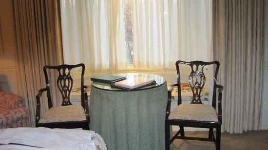 The Orchards Hotel: Table by the window