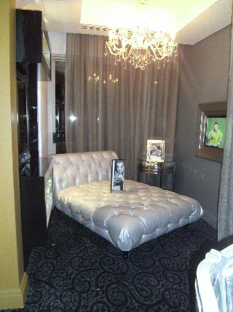 Protea Hotel Fire & Ice! by Marriott Johannesburg Melrose Arch: Beds in the bar!