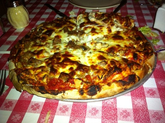 Filippi's Pizza Grotto: pizza