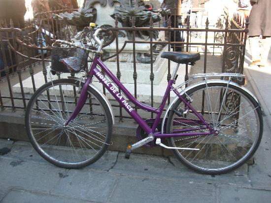 Hotel de la Pace: Che bello avere anche la bicicletta dell'Hotel!Firenze  a Natale ' e'meravigliosa!