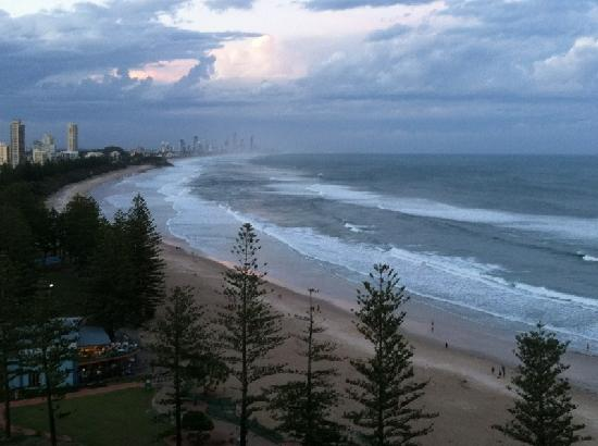 Burleigh Heads, Australien: view up the coast from balcony