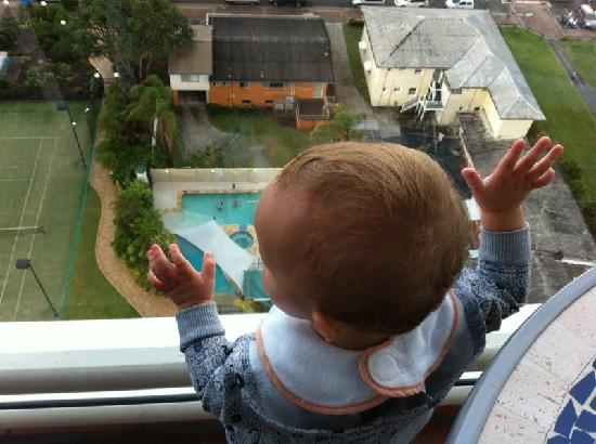 Burleigh Heads, Australien: Looking down into the pool/spa