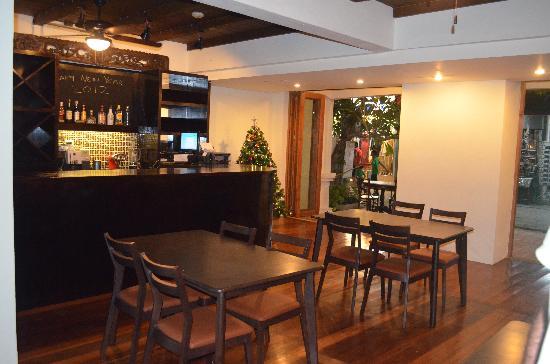 The Lodge: Bistro Bar Area