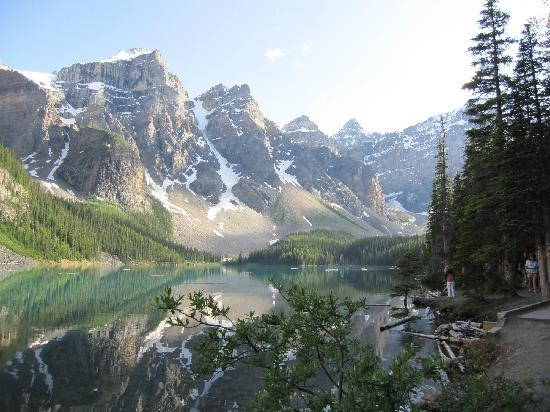 The Poplar Inn: Moraine Lake, Banff National Park