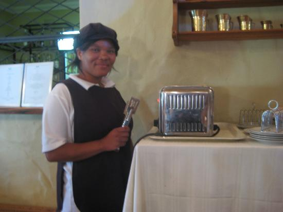 Berluda Farmhouse & Cottages: Our morning Toast Maker!