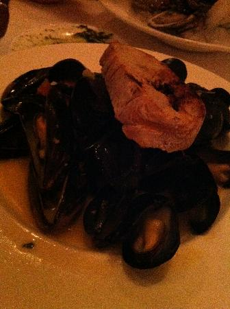 Blue Moon Seafood and Chophouse: Mussels