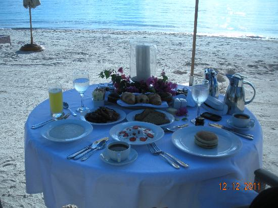 Tortuga Bay, Puntacana Resort & Club: breakfast on the beach