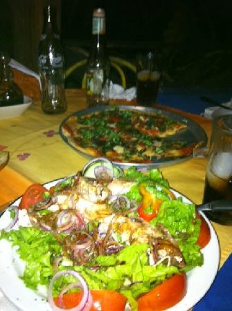 Pizzeria La Fogata: Chicken Salad and Pizza