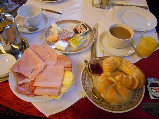 Hotel Furstenhof: 朝食はこんな感じ