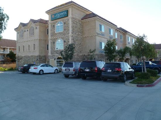 La Quinta Inn & Suites Moreno Valley: Rear view of building