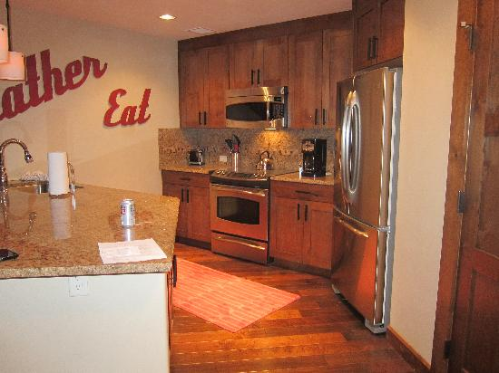 Trailhead Lodge: Kitchen has everything you need