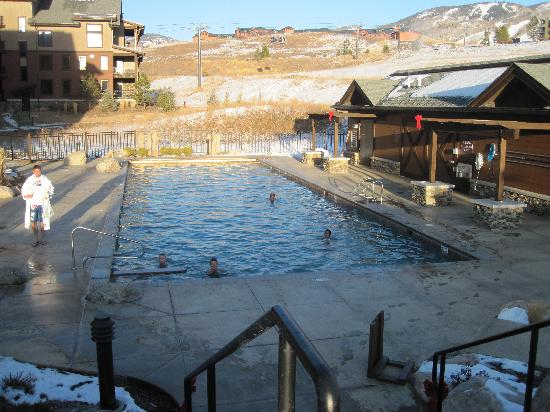 Trailhead Lodge: View of the heated pool from the hot tubs