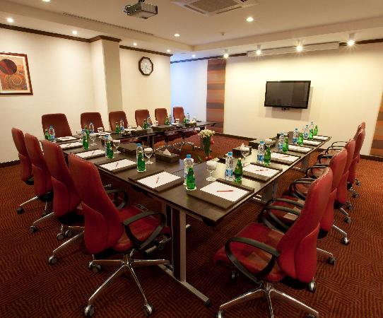 Crowne Plaza Riyadh Minhal: Al Diwan Meeting Room