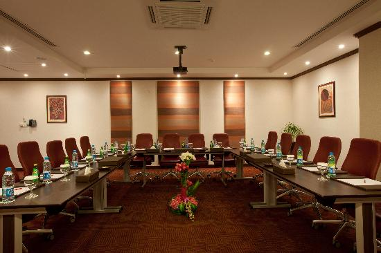 Crowne Plaza Riyadh Minhal: Al Diwan Meeting Room U Shape Style