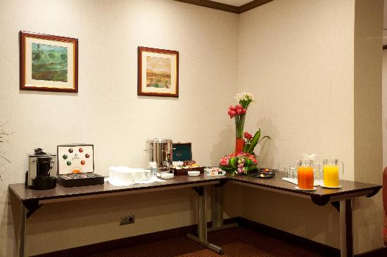Crowne Plaza Riyadh Minhal: Al Diwan Meeting Coffee break Corner