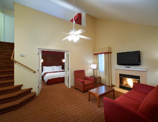 Residence Inn Chicago Deerfield: Two Bedroom Two Bathroom Suite