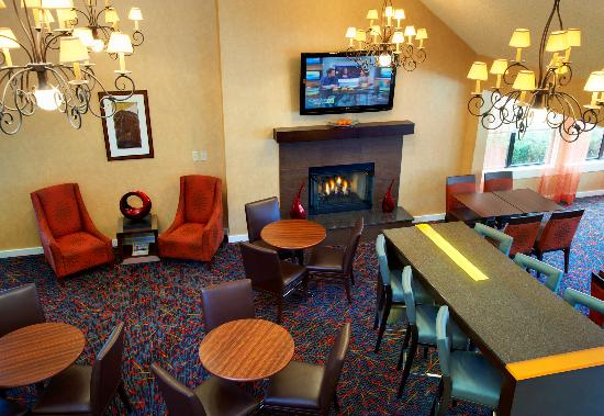 Residence Inn Chicago Deerfield: Gatehouse