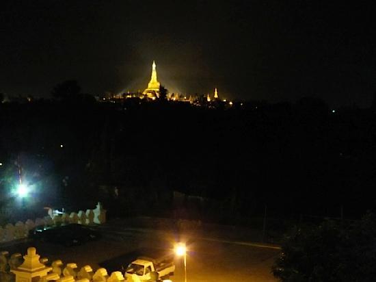 The Kandawgyi Palace Hotel : Blick vom Hotel