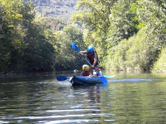 Le Jardin des Gorges: Cano-varen op stil water