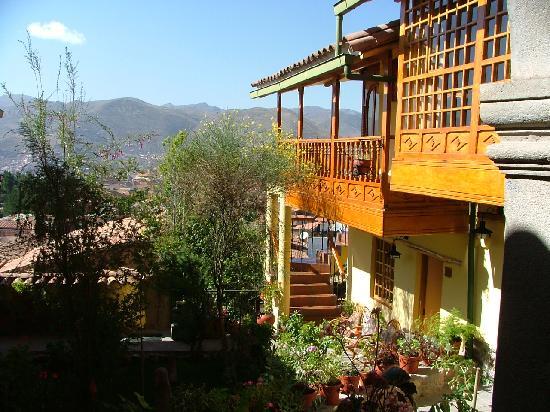 Amaru Colonial: balcon et patio fleuri