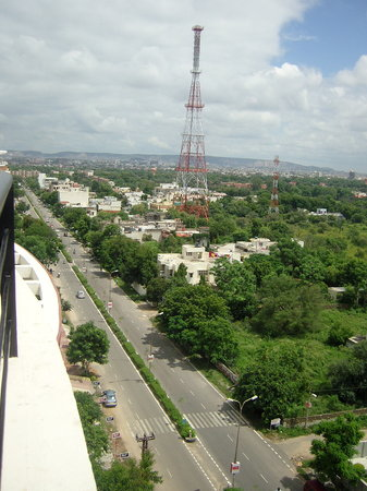 Colonel's Homestead Jaipur: View of Amrapali road, homestay right below