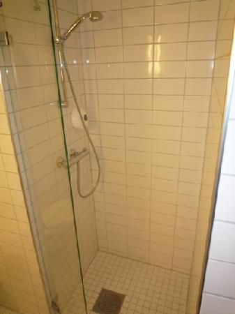 Park Inn by Radisson Oslo: Room 317 walk-in shower