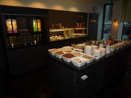 Park Inn by Radisson Oslo: Breakfast buffet area