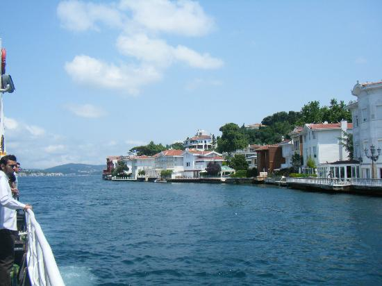 Marmara Guesthouse: view from ferry up the Bosphorus