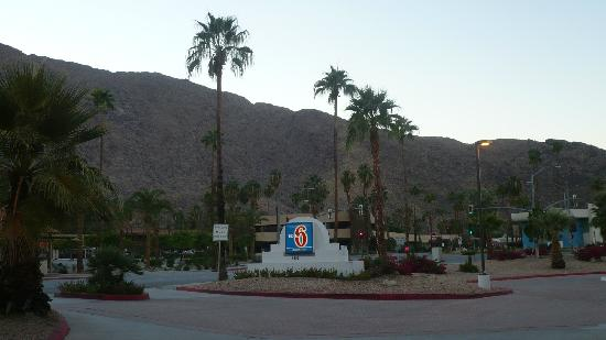Motel 6 Palm Springs Downtown : Entrance