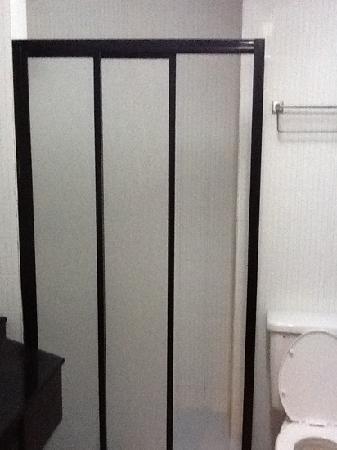 GoodHope Hotel Skudai-Johor Bahru: shower door broken